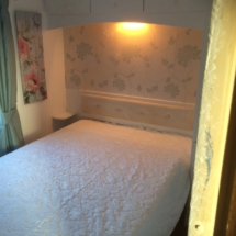 Double room in 3 bed mobile home.